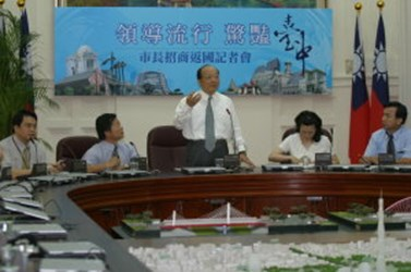 Mayor Hu's European trip proves fruitful, Top Graded Merchandise and Restaurant Industry Join soon(2006-07-10)