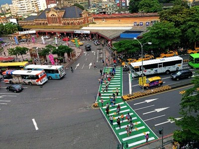 'Pedestrian Priority Right of Way' Road Markings Introduced in Taichung