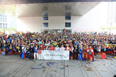 "Happy Reunion Public-Interest Garden Party went on stage warmly. Mayor Lin called on more people to be ""Action Buddha."""