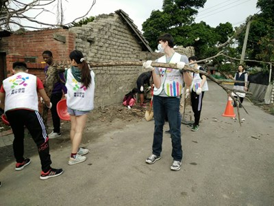 The International WorkCamp in Taichung City Got Strong Responses from International Youths And the First-Echelon Volunteers repaired Bunga houses located in the Nan Jian Community of Wuqi