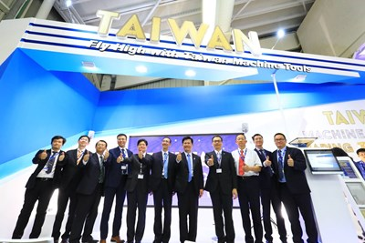 Mayor Lin Attends Press Conference at Taiwan Stall of Paris Air Show, Promotes Taiwanese Smart Machinery and Aerospace Industry to the World
