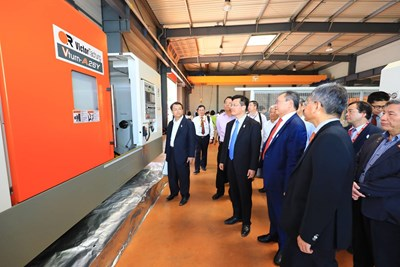 Visiting Victor Taichung Machinery Works' French branch, Mayor Lin: let the world see Taichung's industrial power