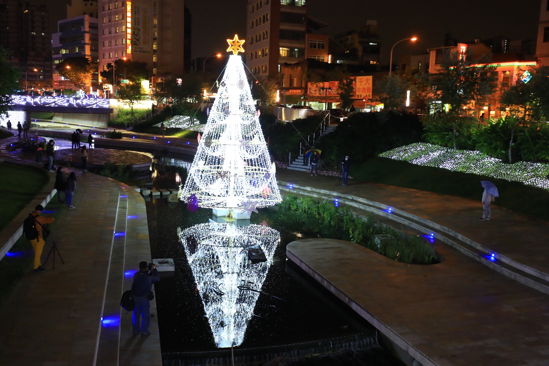 "Water Xmas Tree in Taichung—Information Bureau Director-General said ""The most special of the kind"""