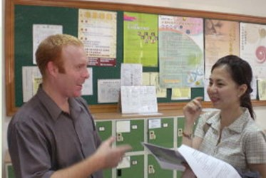 "Hi! Follow me, say ""A, B, C""!Learning English from Foreign Teachers(2007-06)"