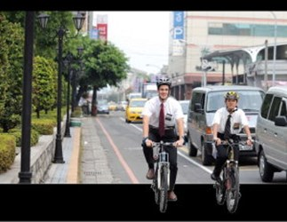 Americans in Taichung, bike-riding missionaries(2008-05)